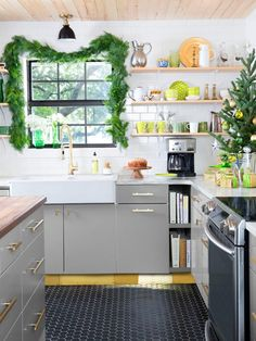 Dream Kitchen on a Dime HGTV Magazine found a resourceful Texas couple who cut costs, not corners to get a high-style space minus the high price.
