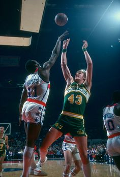 Jack Sikma of the Seattle Supersonics shoots over Elvin Hayes of the Washington Bullets during an NBA basketball game circa 1978 at the Capital...