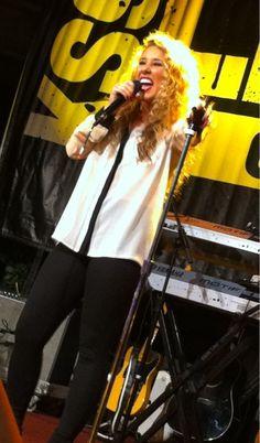 Haley Reinhart Serenades Dinkytown