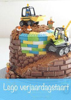 lego verjaardagstaart, legotaart, verjaardagstaart kind, birthday cake, kitkat taart www. Lego Birthday Party, 10th Birthday Parties, Happy Birthday Cakes, Cake Birthday, 8th Birthday, Lego Torte, Lego Cake, Easy Cake Decorating, Birthday Cake Decorating