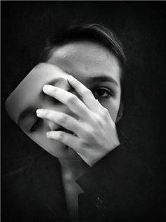 Foto Removing the mask. Fotografia tirada por Luciano Moreira inserida na categoria arte-digital Dark Photography, Black And White Photography, Portrait Photography, Photo D Art, Photoshop, Two Faces, Photomontage, Image Hd, Double Exposure