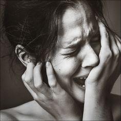 Ze heeft heel veel verdriet en ze kan er niet meer tegen.