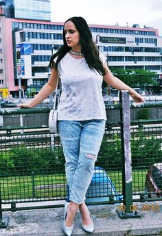 Aztec printed ripped boyfriend jeans Zara Shirt, Zara Jeans, H&m Bags, Ripped Boyfriend Jeans, My Outfit, Capri Pants, Sporty, Beauty