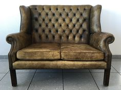 Chesterfield Sofa Vintage Vintage Sofa, Vintage Furniture, Furniture Ideas, Chesterfield Sofa, Man Cave, Love Seat, Armchair, Couch, Home Decor