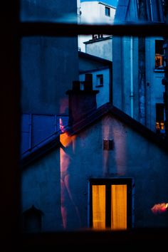 Kind of Blue foto : Matthieu Soudet Color Photography, Street Photography, Kind Of Blue, Photo D Art, Neon, Blue Aesthetic, Mellow Yellow, Light And Shadow, Paris