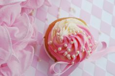 White velvet cupcakes with pink & white frosting (norwegian recipe)