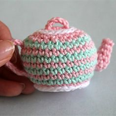 cute teapot with matching cup! Free pattern and photo tutorial