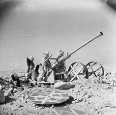 A dummy Bofors gun and crew in the Western Desert, June 1942.