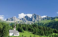 Bilocale I Caviola di Falcade BL Located 44 km from Bolzano, Bilocale I offers pet-friendly accommodation in Canale d?Agordo. Guests benefit from balcony.  There is a seating area and a kitchenette complete with a fridge and a stovetop. A TV is provided.