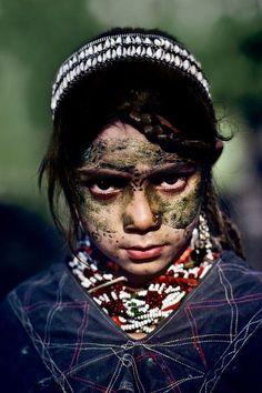 Kalash Girl of Pakistan We Are The World, People Around The World, Namaste, Steeve Mc Curry, Kalash People, Pakistan Photos, Hindu Kush, Afghan Girl, Portraits
