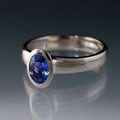 Ovale Chatham blauen Saphir Lünette Solitaire Verlobungsring in Silber/Palladium und Palladium, Lab erstellt Saphir-Ring auf Etsy, 439,65€