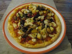 Happy Veals' Pizza  Pizza con mozzarella di soia fatta in casa con ammucchiata di verdure ( e il vitellino ringrazia per non avergli rubate il latte che la sua mamma ha preparato per lui ^^)