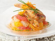 Découvrez la recette Chapon farci aux fruits secs et vinaigrette d'agrumes sur cuisineactuelle.fr.