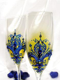 Wedding champagne glasses, toasting flutes with a fleur-de-lis decoration, personalized wedding favor