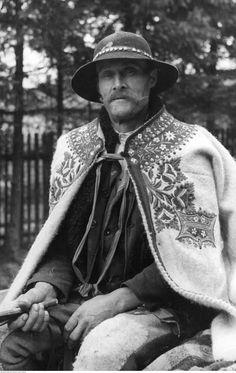 Carpathian Poles - Page 3 Polish Clothing, Polish Folk Art, The Shepherd, Folk Costume, Historical Pictures, Old Art, Europe, World Cultures, Art And Architecture