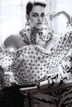 Kristen-Stewart-Vanity-Fair-picture-by-Mario-Testino.jpg 470×696 bildpunkter