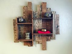 The products made up of recycled wooden pallets are not amazing just because of their unique look, but due to the fact that they are created by spending a less… Wood Pallet Furniture, Woodworking Furniture, Woodworking Projects, Pallet Projects Signs, Pallet Crafts, Wood Projects, Recycled Pallets, Wooden Pallets, Pallet Shelves