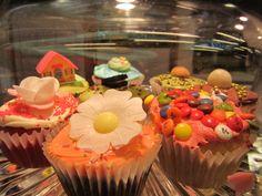 cupcakes @san pan Anton - Madrid Anton, How To Make Cake, Madrid, Cupcakes, San, Baking, Party, Desserts, Food