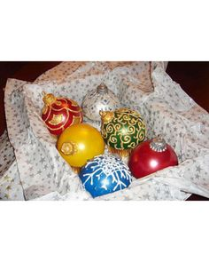 Holiday Ornament Cupcakes - The keepsakes in this box look like handmade ornaments but are actually cupcakes