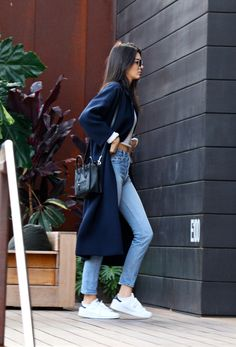 Fall style | Long navy coat over white long sleeves crop top, jeans, Adidas Stan Smith sneakers and a handbag