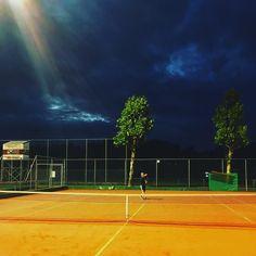 Late night tennis  #latenight #sports #tennis #bluesky #olympos #utrecht