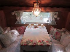 Tin Can Cottage: Small Low or No Cost Changes Make the Biggest Differences Retro Travel Trailers, Vintage Campers Trailers, Vintage Caravans, Camper Trailers, Rv Campers, Trailer Decor, Trailer Interior, Camper Interior, Camping Glamping
