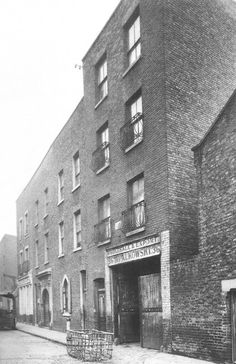 """Following the dispersal of the Huguenots and Irish after the collapse of the silk weaving industry, in the middle of the 19th century a significant number of Dutch Jews or Chuts settled in the Tenterground area of Spitalfields... These tradesman and their families emigrated due to the prejudice which barred them from the guilds in the Netherlands... Old Castle Street synagogue in Whitechapel was a typical example of old housing converted to a place of worship within the Jewish ghetto."""