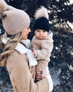 Becca et Léopold [📷: Nick Branagh] -tenderness- bebe Baby Kind, Mom And Baby, Mommy And Me, Baby Girls, Outfits Madre E Hija, Cute Kids, Cute Babies, Beach Babies, Foto Baby