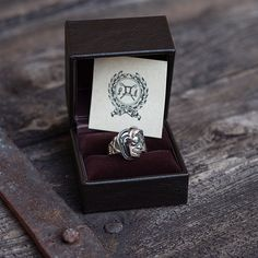 Peanuts & Co, Skull Poison Ring. (made in japan, silver, all good things)