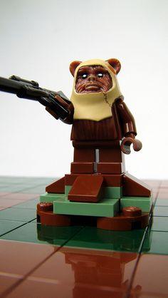 RETURN OF THE JEDI Lego Chess Set! - News - GeekTyrant Star Wars Chess Set, Lego Chess, Used Legos, Brick Art, Lego Craft, Star Wars Images, Lego Worlds, Ewok, Legoland