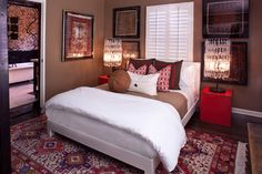 FabTwigs: Small Bedroom - Ideas for placing the bed in front of a window