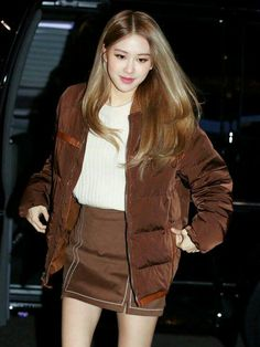 Blackpink Fashion, Korean Fashion, Fashion Outfits, Blackpink Photos, Rose Photos, Rose Icon, Rose Park, Jennie Lisa, Airport Style