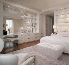 Dormitório com bancada para maquiagem