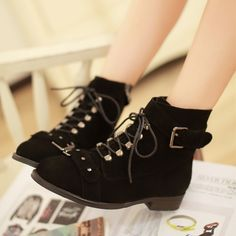 "Color: Black Toe Shape: Round Upper material: Leather Cortical features: leather Sole Material: Rubber The way they dress: front lace Tube high: in-tube Fashion boots paragraph: Martin Popular elements: rivet Heel height: 1.2 "" Cylinder height: 5.1 "" Sole: Advanced PU rubber sole Numb..."