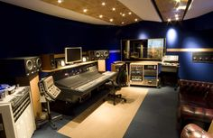 Best examples of good studio photography-control_roomweb.jpg