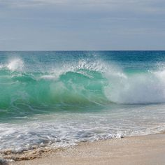 seascape big lovely waves blue and green whit white No Wave, Ocean Scenes, Beach Scenes, Sea And Ocean, Ocean Beach, Beautiful Ocean, Beautiful Beaches, Moon On The Water, Ocean Photography