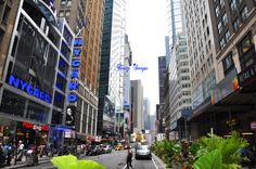 Download this photo of #Manhattan #street for free and use it for your #blog, social network or commercial purpose. ----> http://viid.me/qQd2fD