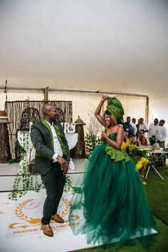 Bontle bride is a wedding magazine featuring weddings, tips, ideas and advice. South African Wedding Dress, African Wedding Attire, South African Weddings, African Attire, Nigerian Weddings, African Dress, Setswana Traditional Dresses, African Traditional Wedding Dress, Traditional Wedding Attire