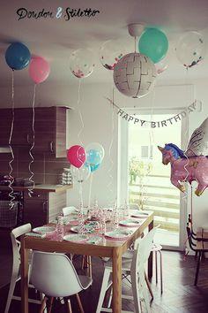 Le détail d'une fête d'anniversaire licorne pour une petite fille de 5 ans et ses copines : gâteau, décoration, activités.