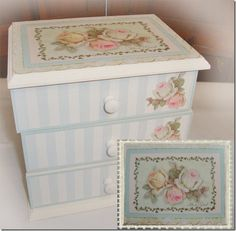 Decoupage Vintage shabby Decoupage Box, Decoupage Vintage, Trinket Boxes, Painting On Wood, Diy And Crafts, Decorative Boxes, Shabby Chic, Scrap, Wallpaper