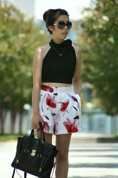 Adrienne Guyenn looks stunning in these floral shorts and her #9thandelm gold infinity necklace!