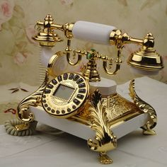 gilded phone, old school Vintage Phones, Vintage Telephone, Telephone Call, Telephone Booth, Cles Antiques, Retro Vintage, Vintage Items, Vintage Style, Antique Phone