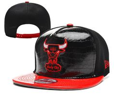 CHICAGO BULLS NBA NEW ERA (9FIFTY) BLACK FAUX LEATHER SNAPBACK WiTH RED BRIM