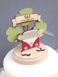I still love this - I could make it in gumpaste (icing) with more of a 3d look to it.