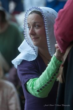 As long as I have been making ruffled veils, people have asked me about color. Interestingly enough, both extant frilled veil finds include color. Bravermanová describes veils decorated with. Renaissance Wedding, Renaissance Clothing, Medieval Fashion, Historical Costume, Historical Clothing, Larp, Middle Age Fashion, German Costume, Medieval Hairstyles