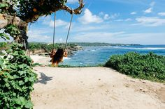 Crystal blue waters, swaying coconut trees, swimming with manta's, cruising around from beach to beach… We LOVE Nusa Lembongan! Our favorite tropical escape just 30 minutes away from Bali by boat. It's also featured in our Welike Bali Islandlife Guide! We usually go here a few weekends a year to soak up the sun, spend all day …