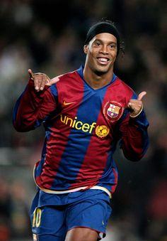 Ronaldinho back in his barcelona days Brazil Football Team, Football 2018, Best Football Players, Football Is Life, World Football, Soccer Players, Football Soccer, Nike Soccer, Soccer Cleats