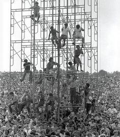 Photos: Iconic Shots of the Grateful Dead, Janis Joplin, Jimi Hendrix and More: Woodstock, 1969 / Rolling Stone Music / Photos on imgfave 1969 Woodstock, Festival Woodstock, Woodstock Hippies, Woodstock Music, Woodstock Photos, Taking Woodstock, Woodstock Concert, Janis Joplin, Ile De Wight