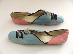 ANTIQUE EARLY 1800S REGENCY PERIOD LADIES FLAT GRECIAN STYLE SANDAL SHOES