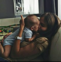 Sutton and Stella - family goals - Cute Family, Baby Family, Family Goals, Mom And Baby, Baby Love, Baby Kids, Couple With Baby, Baby Baby, Little Babies